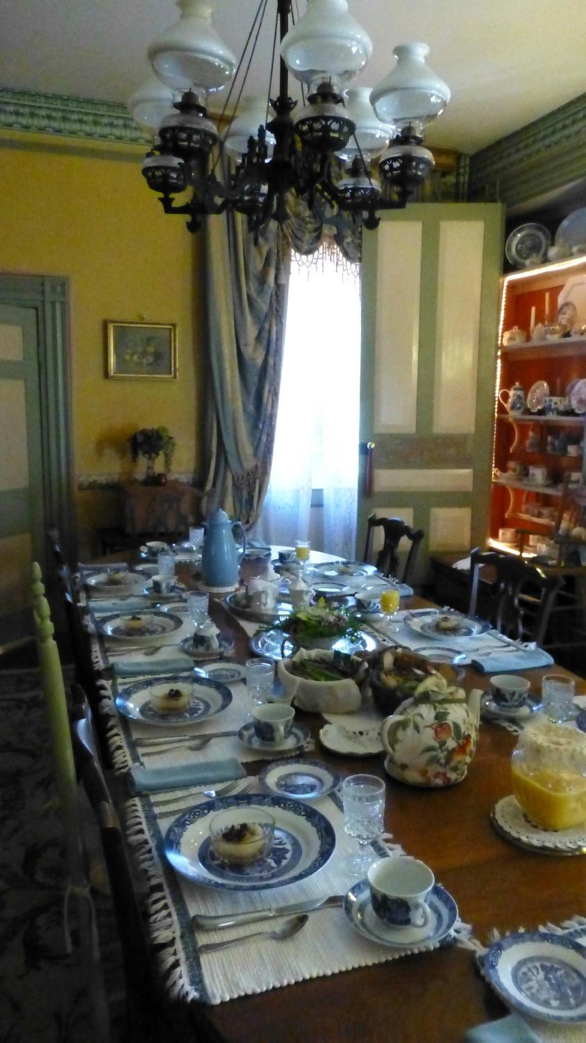 dining room in bed & breakfast